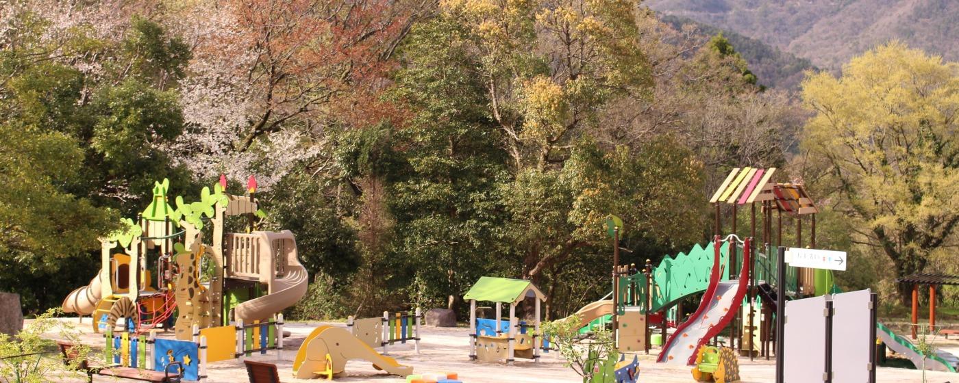 公園 ある 遊具 の 遊具のあるおすすめの東京の公園15選!都内で大人も子供もおおはしゃぎ♪